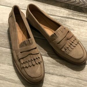Born suede tan loafers